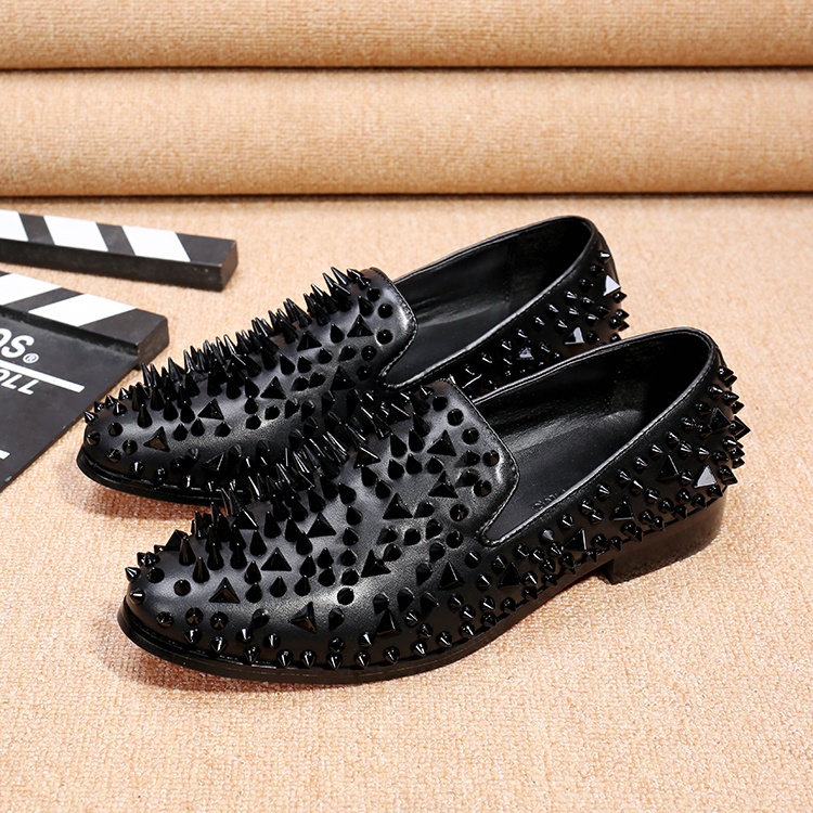 New Handmade Long black Rivet Men Red Bottom Loafers Gentleman Luxury Fashion Stress Shoes Men Wedding and Party Slip on Flats<br><br>Aliexpress