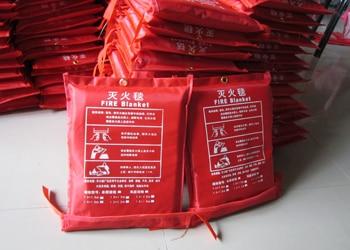 Fire escape fire blanket welding fire cloth glass fiber fire certification 1.5 * 1.5 meters<br>