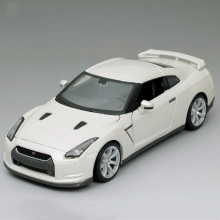 1:24 Model Car GTR Skyline GT-R R35 White Metal Racing Vehicle Play Collectible Models Sport Cars toys For Gift(China)