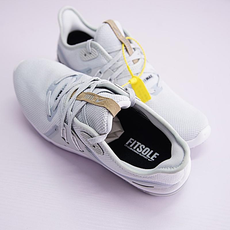 حذاء نايك سادة للرجال 2