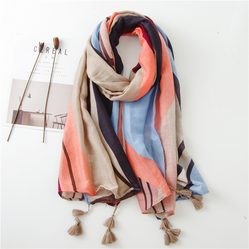 2018 New coastal sunscreen towel spring and summer super large cotton linen women scarf Tassels Design soft scarves women hijab