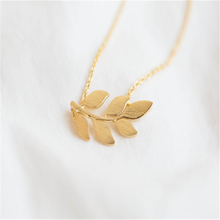 Delicate leaf necklace Fashion Jewelry Gold/Silver Pretty Organic Laurel Leaf Necklace Girl friend's Gift(China)