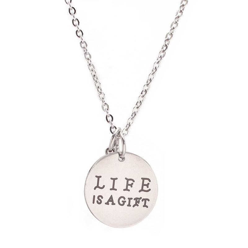 """""""Life is a gift"""" kirjaga kee"""