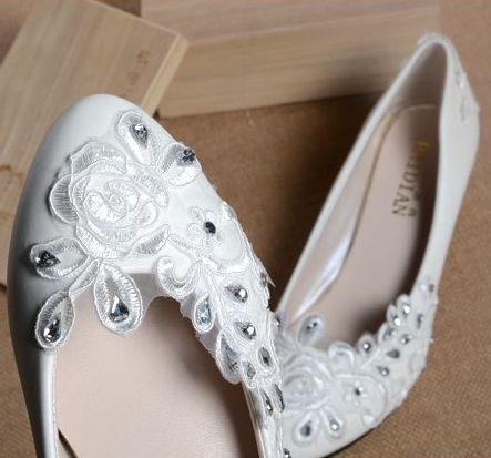 Womens white wedding shoes flats heel, fashion sweet lace rhinestones comfortable flat dance shoe, white dress shoes quick ship<br>