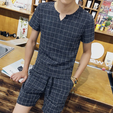 2017 men summer new products sell like hot cakes fashion leisure T-shirt suits/Young men grid v-neck thin body T-shirt + shorts