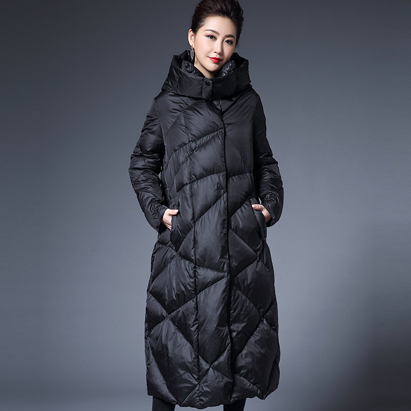 2018 New Fashion 90% White Duck Down Coats Women Winter Coats Ultra Long Feather Jacket Woman Loose Down Jacket Woman Hooded