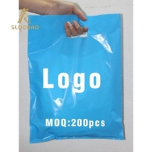 500 pcs custom logo shopping handle plastic bag/gift plastic packaging bag for garment/clothing/gift printed LOGO promotion ba
