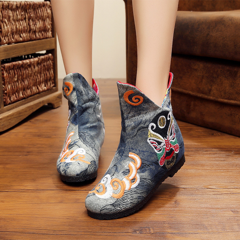 2017 Autumn new embroidered shoes old Beijing Opera female boots within the higher slope with embroidered boots single boots<br><br>Aliexpress