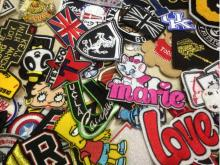 20pcs/lot random assorted embroidered logo patch appliques iron on or sew on patch Badge Clothes Bag Patches