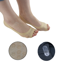 2Pc Fish Head Sock Open-toed Foot Boat Slip Socks Toe Socks Arch Support Socks Pain Relief No Show Hosiery Foot Massager  Z33201