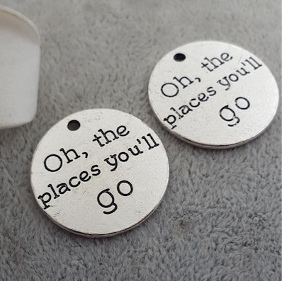 "50pcs/lot 25MM Antiqued Silver Plated Letter Charms Tags ""Oh, places you'll go "" Diy Necklaces Jewelry Making"