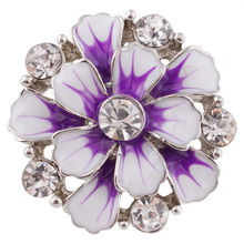 10pcs/lot 2017 New White Purple Flower Button Snap 18/20mm Clear Rhinestone Snap Jewelry Fit Charm Bracelet for Women KC7349(China)