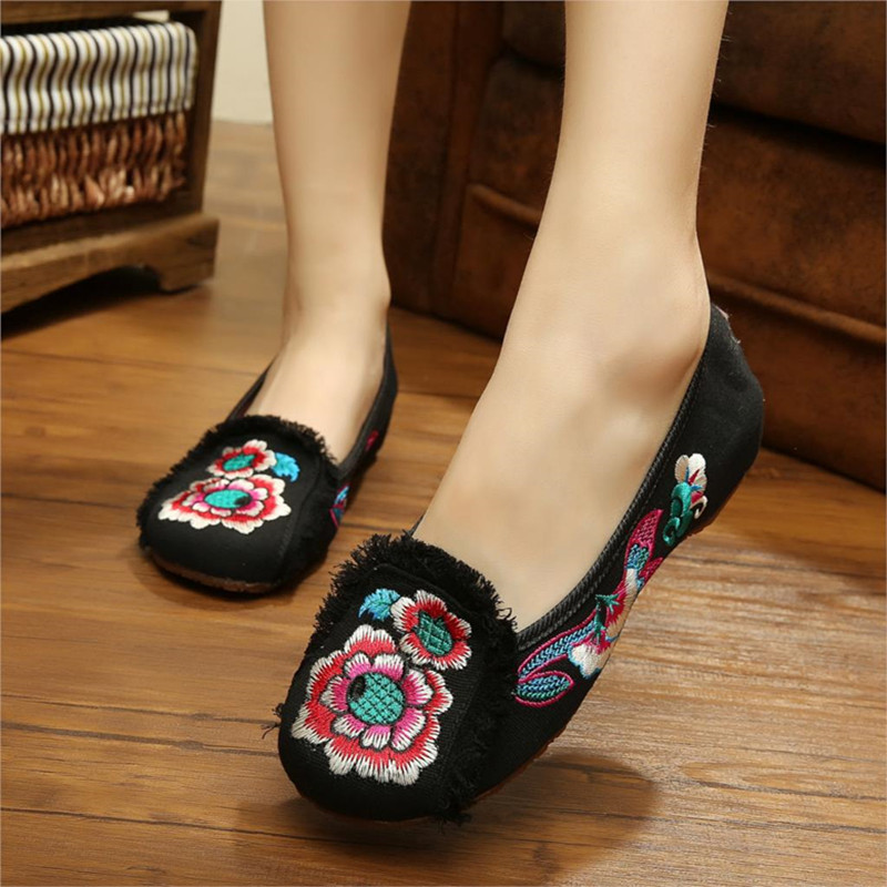 2015 Fashion Chinese Style Womens Shoes Old Peking Shoes Flat Heel with Flowers Embroidery Dancing Shoes Soft Sole Canvas Shoes<br><br>Aliexpress