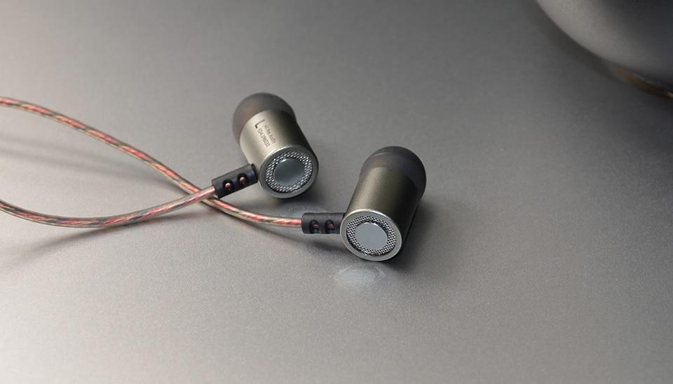 KZ ED4 Metal Stereo Earphone In ear Earphones HiFi Bass Earbud Noise Isolating Earphones for Mobile Phone MP3 MP4
