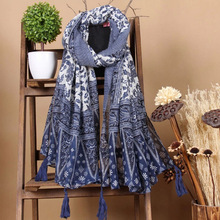 New design fashionable tribe Blue and white porcelain print cotton and linen scarf shawl women beach ponch with fringe tassel