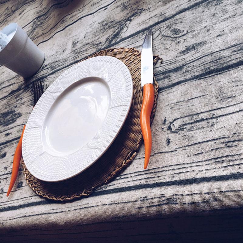Linane puidu kujundusega laualina