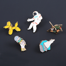 2017 New Fashion Oil Hand Made Origami Spaceman Ice-cream Polar bear Dog Costume Brooches Studs for Women Decoration broches