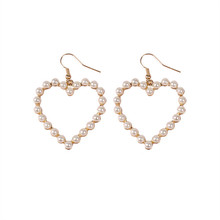 Lovely hearts of pearl earrings Hot melting Lovely hollow out hearts of pearl earrings ear clip Popular peach heart pendant(China)
