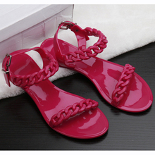 2017 New Women Shoes Summer Beach Shoes Chain Chain Europe Plastic Jelly Shoes Toe Shoes Women's Sandals