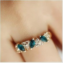 R057 Latest Fashion  Sweet Retro Feel  Flash Green Crystal Rings Women Jewelry Factory Direct Fashion Crystal Rings