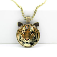 2017 New hot New Tiger Necklace Glass Tiger Pendant Animal Jewelry Glass Cabochon Necklace Pendant CN-00457