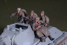 1/35 scale WW2 Soviet Car Soldier 4 People miniatures WWII Resin Model Kit Model Free Shipping
