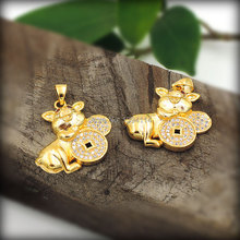 Micro pave Clear CZ Pig Holding Coins Charms Pendants Of Gold Cladding, Cubic Zirconia Pave on Copper Approx 25*22 mm