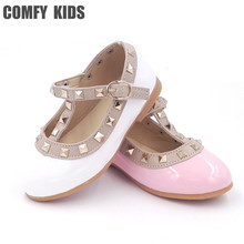 2017 girls sandals fashion casual leather shoes baby princess shoes dancing flats baby infant fashion flats girls rivet shoes(China)