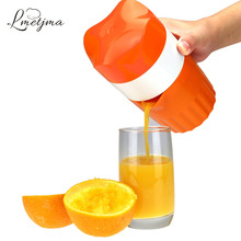 LMETJMA Manual Lemon Juicer Portable Lemon Orange Squeezer Citrus Juicer with Strainer and Cup Kitchen Fruit Tools LK0921-B(China)