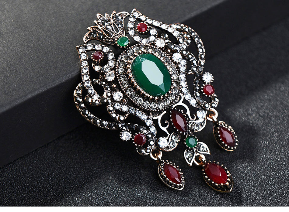 green-and-red-vintage-brooch-with-pandent_02