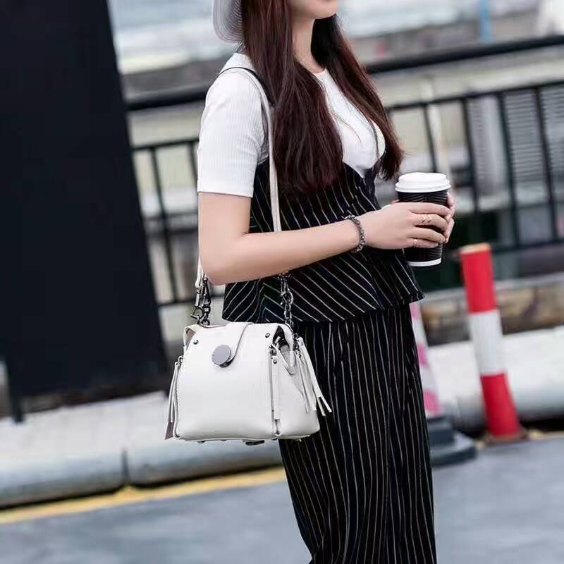 Autumn And Winter New Korean Style Fashion Lady Handbag Joker Leisure Simple Messenger Bag Temperament Popular Pure Color PU Bag<br>