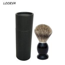 Помазок для бритья из волоса барсука с деревянной ручкой.