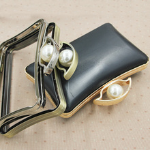Size 19X12 CM 2017 Wholease China Supplier Metal Purse Frame Handle Pearl Color Clasp With Black Plastic Box Metal Purse Frames(China)