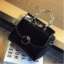 Europe and the United States fashion personality killer package 2017 new trendy handbag simple messenger bag lady small square b