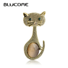 Blucome Vintage Green Eyes Cats Brooch Corsage Antique Gold Color Opals Animal Brooches For Women Small Hijab Pins bijouterie