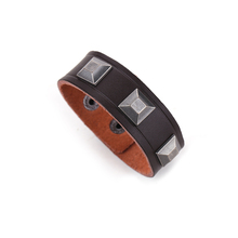 Trendy Pyramid Stud Bracelet Stocks Wholesale Mens Leather Bracelet Manufacturer
