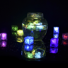 12 Pcs/lot Novelty LED Glow Ice Cubes Color Changing Cup Light Without Switch Flashing Lamps Wedding Party Decoration 2017 New
