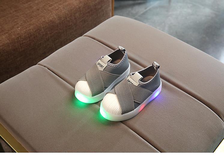 أحذية الأطفال مضيئة 18