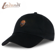 LADUNDI 2017 Bulldog Animal Cartoon Image Embroidery Baseball Cap Cotton Male High Quality Dad Hat casquette femme marque luxe