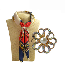 MZC New Scarf accessories jewelry gold alloy twine scarf clip custome brooch for women scarf rhinestone brooch Broaches Party
