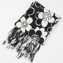 [homewarm] 2017 New Girls Flower Tassel Scarf Teenager Scarves High Quality Scarf Luxury Brand Design Bandana Shawl Accessories