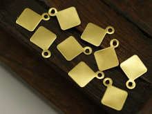 connectors,   100 Raw Brass Tags (7 mm) brs 8-8 ( A0259 )