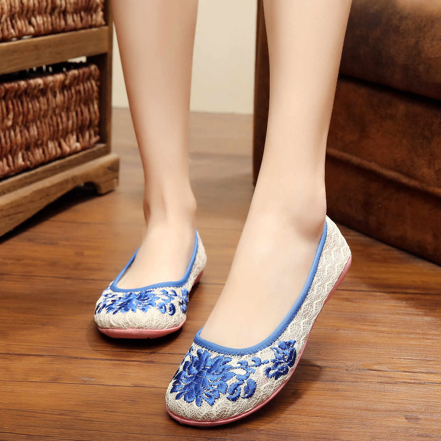New summer design shoes women fashion floral embroidery casual simple lace woman shoes soft ladies shoes flats soft loafers<br><br>Aliexpress