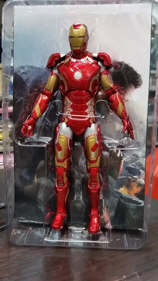 Iron Man PVC Action Figure Collectible Model Toy with LED Light 9 20CM<br>