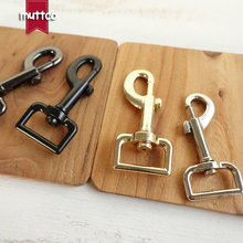 DIY Dog leash manufacturer environmental Silver 25mm metal Metal Clasps Dog Clasp Hook Hardware Dog clip Hook buckle 4 colors(China)