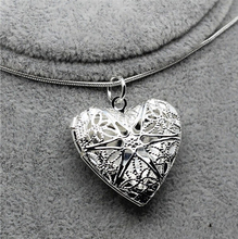 tiger totem Free shipping Factory Wholesale Heart shaped mesh flower photo frame silver plated color copper alloy chain Necklace