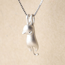 Women Lovely Jumping Cat Pendant Necklace Collar Jewelry