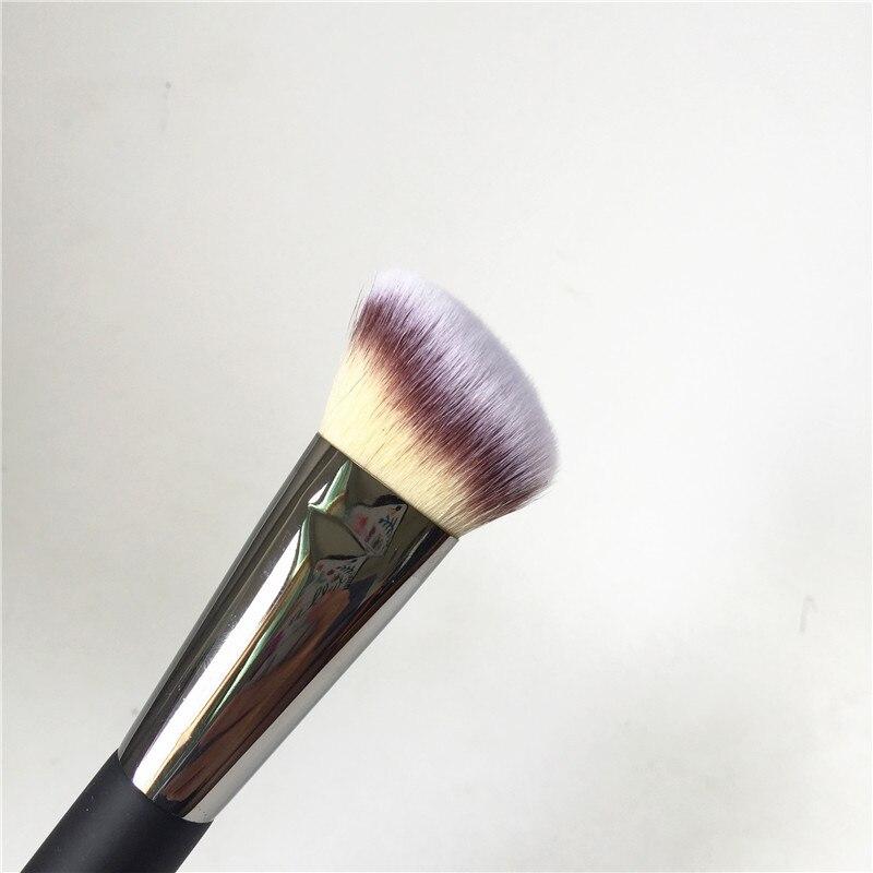 IT COSMETICS Angled Radiance Brush #10 _4