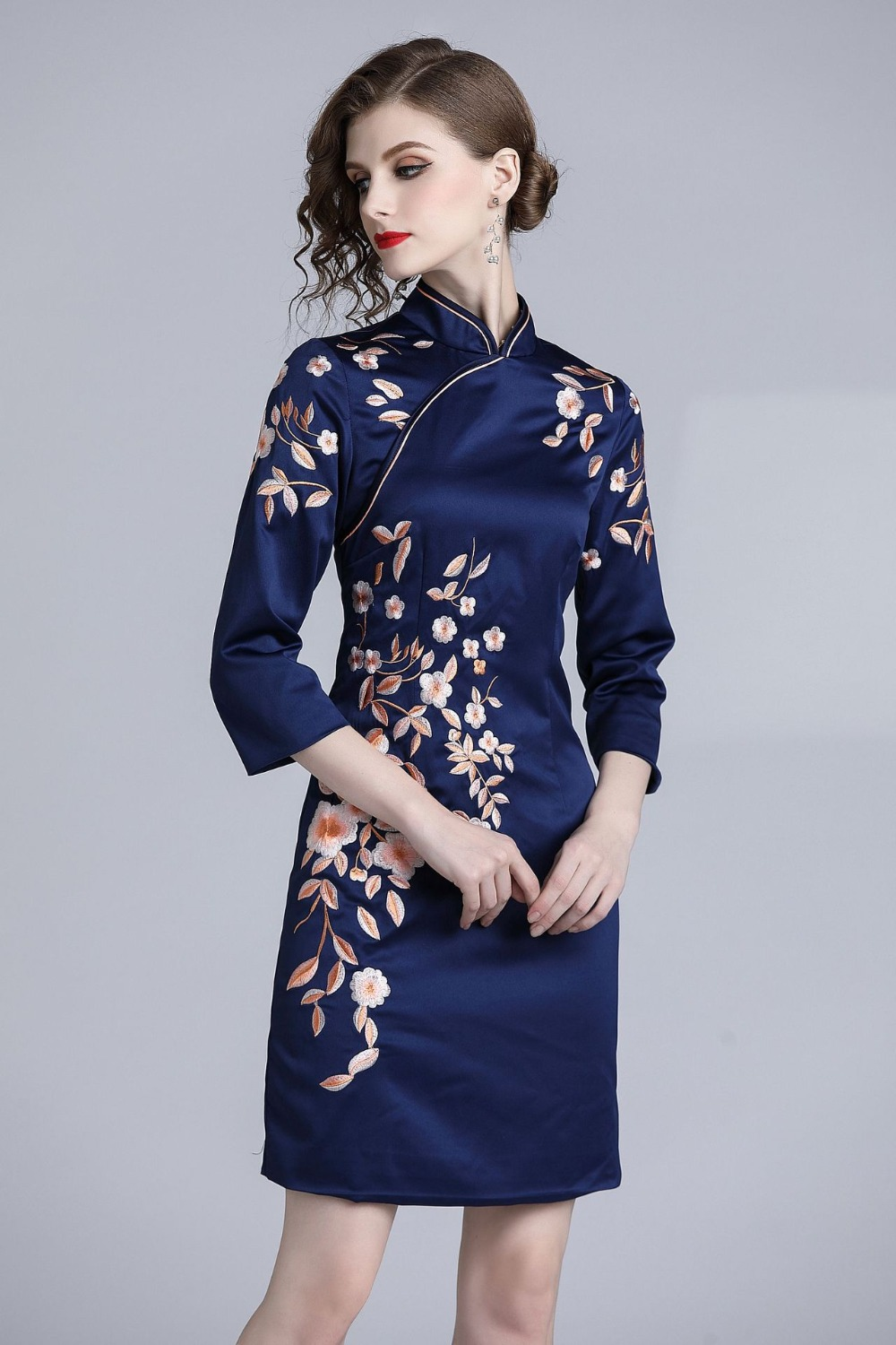 2018 Chinese style modern qipao embroidery lady party dress
