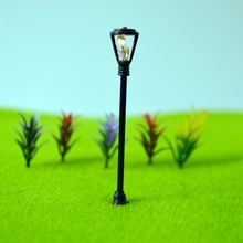 HO Scale 1:100 Model Garden Lamppost Lamp Single Head Model lights with Wires and Bulbs for Landscape